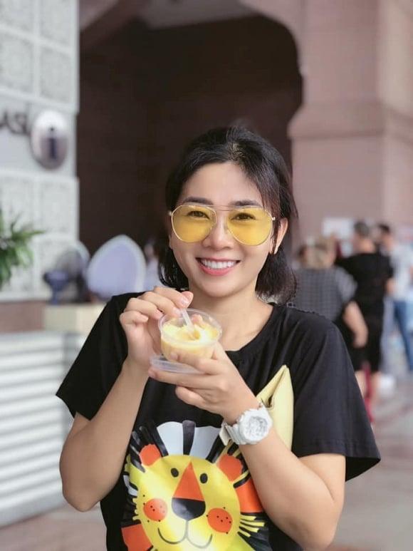 Mai Phương vui vẻ đưa con gái đi du lịch ở Malaysia và Singapore 1