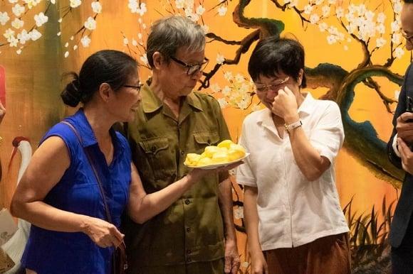 MC Thảo Vân bật khóc khi gặp bố mẹ chồng cũ 5