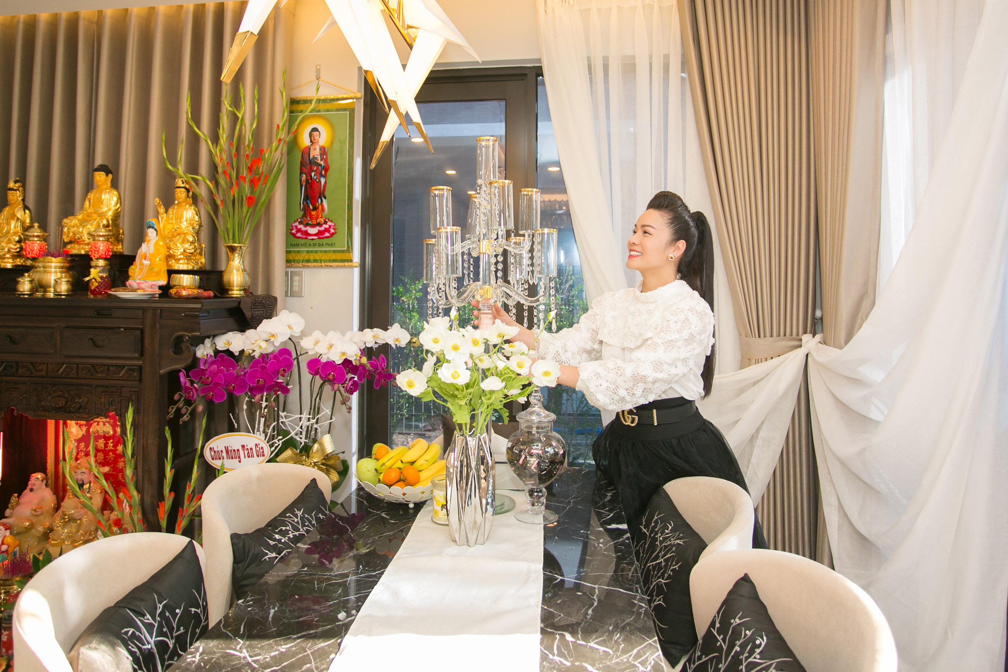 Hé lộ căn biệt thự hoành tráng của nữ ca sĩ Nhật Kim Anh tại quận Bình Chánh 1