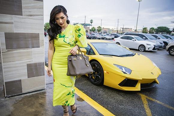 Ca sĩ Hồng Nhung khoe nhẫn kim cương, đi siêu xe dự sự kiện tại Mỹ 2