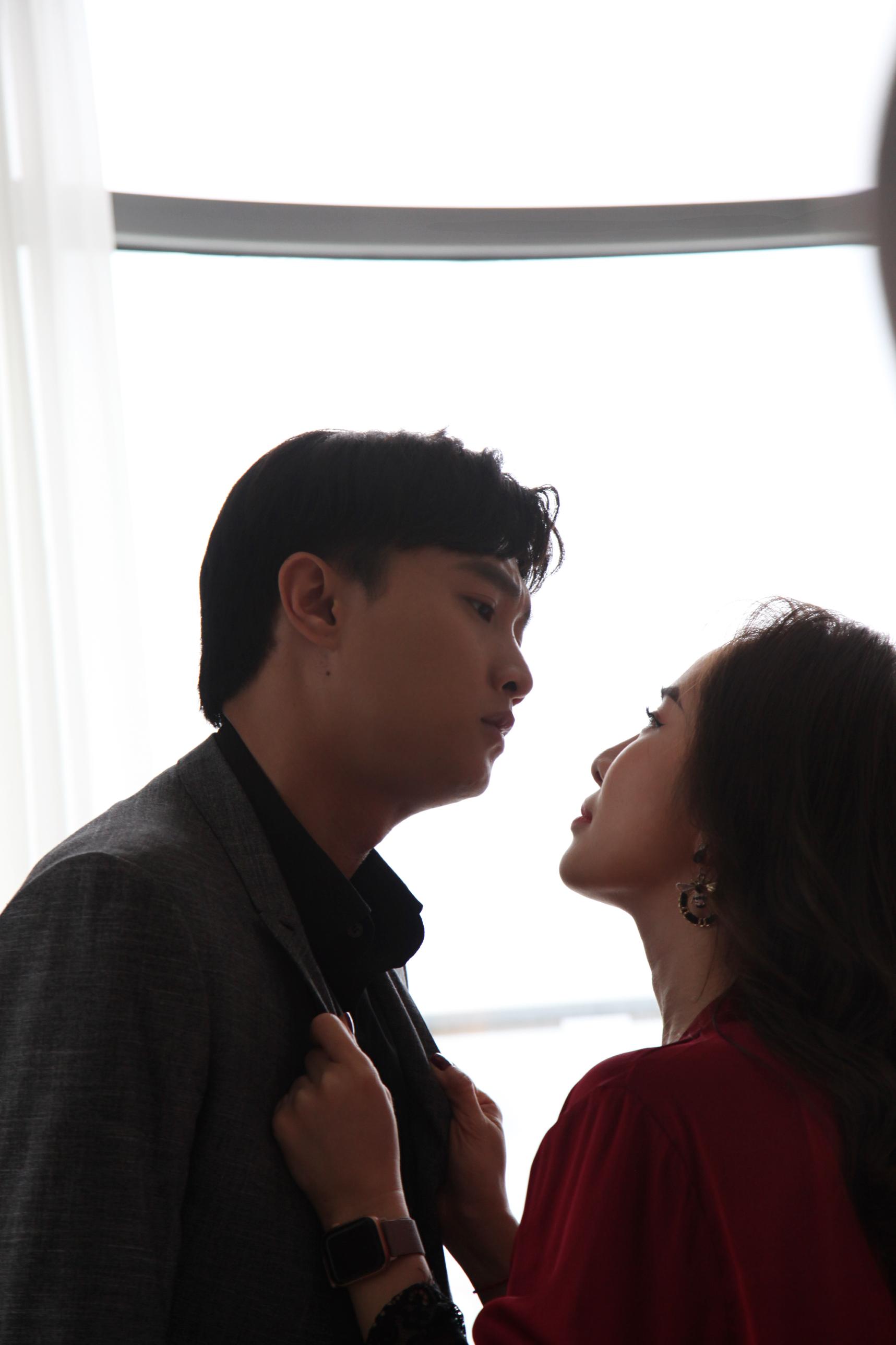 Quỳnh Nga kể chuyện suýt ngã 'sấp mặt' vì hôn Quốc Trường trong Về nhà đi con 6