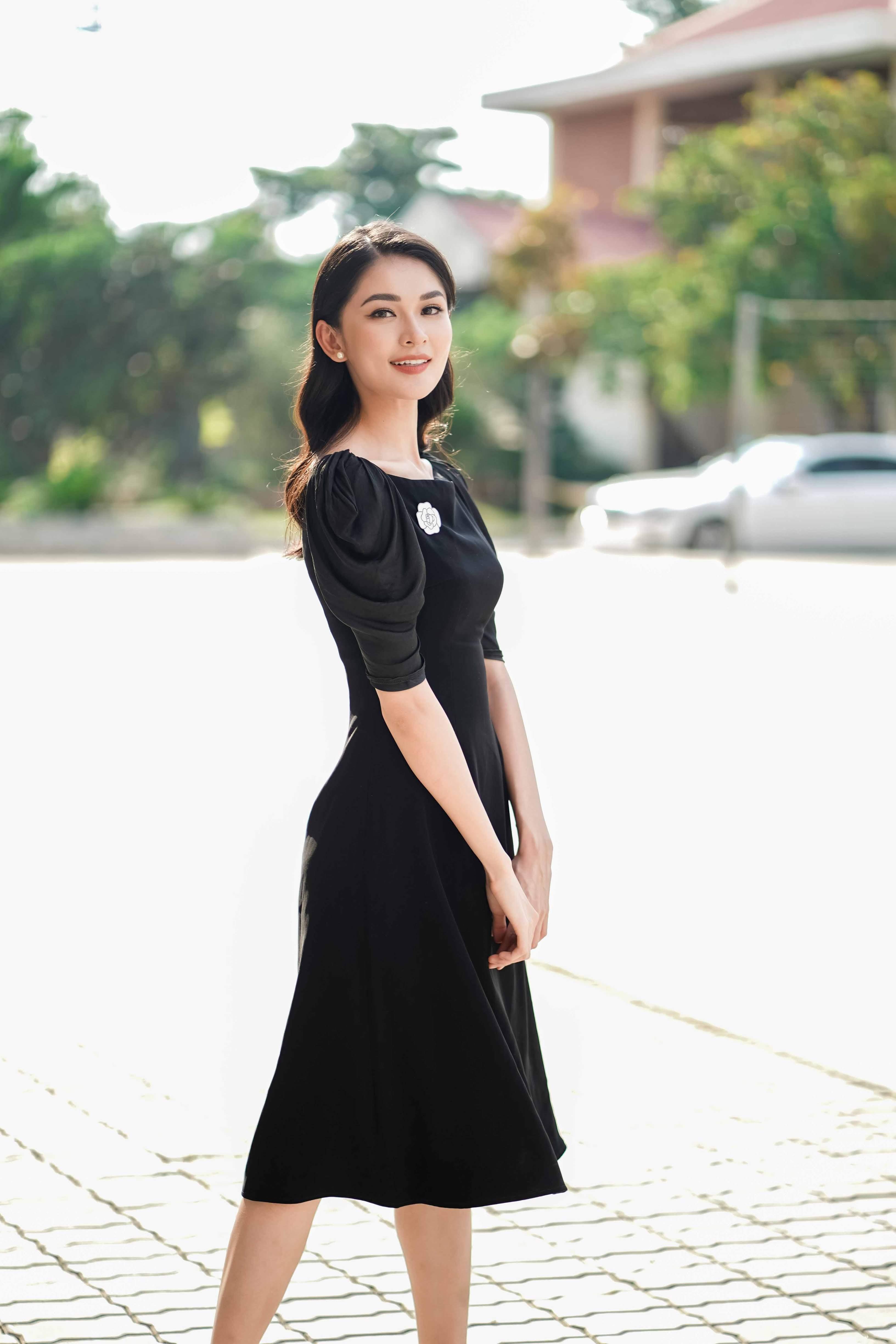 Siêu mẫu Vũ Cẩm Nhung được xế sang của vua cafe Đặng Lê Nguyên Vũ đưa đón đi sự kiện 2