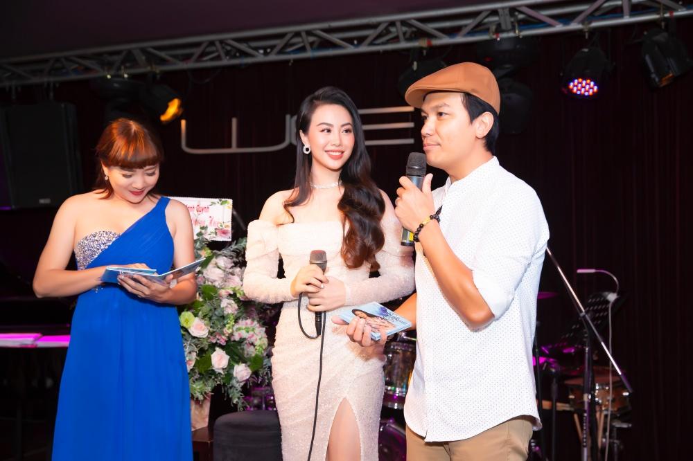Hé lộ nữ ca sĩ nóng bỏng được Phi Nhung khen, Mạnh Quỳnh hậu thuẫn hết mình 2