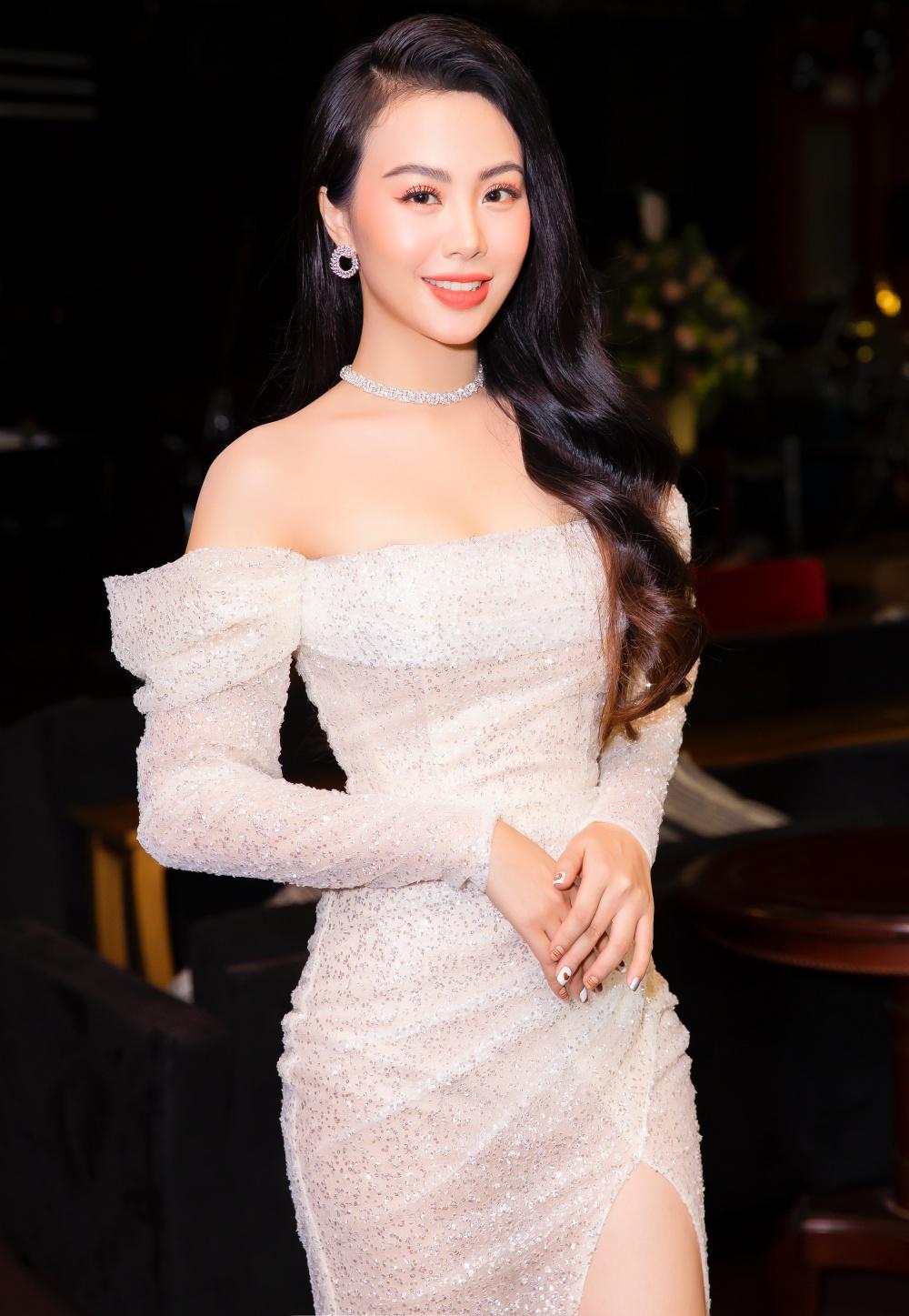 Hé lộ nữ ca sĩ nóng bỏng được Phi Nhung khen, Mạnh Quỳnh hậu thuẫn hết mình 1