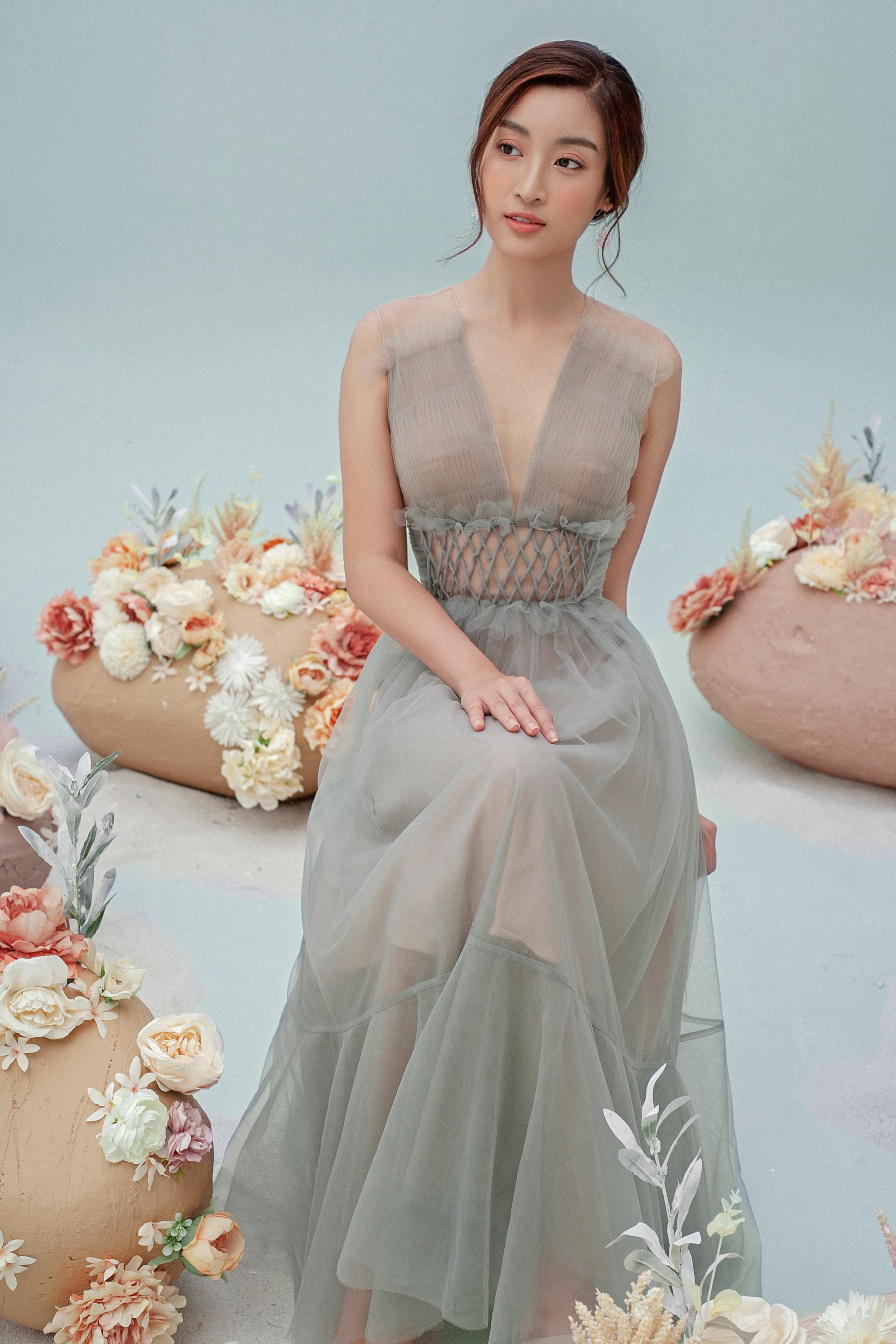 Hoa hậu Đỗ Mỹ Linh mặc váy xuyên thấu, khoe đường cong gợi cảm 6