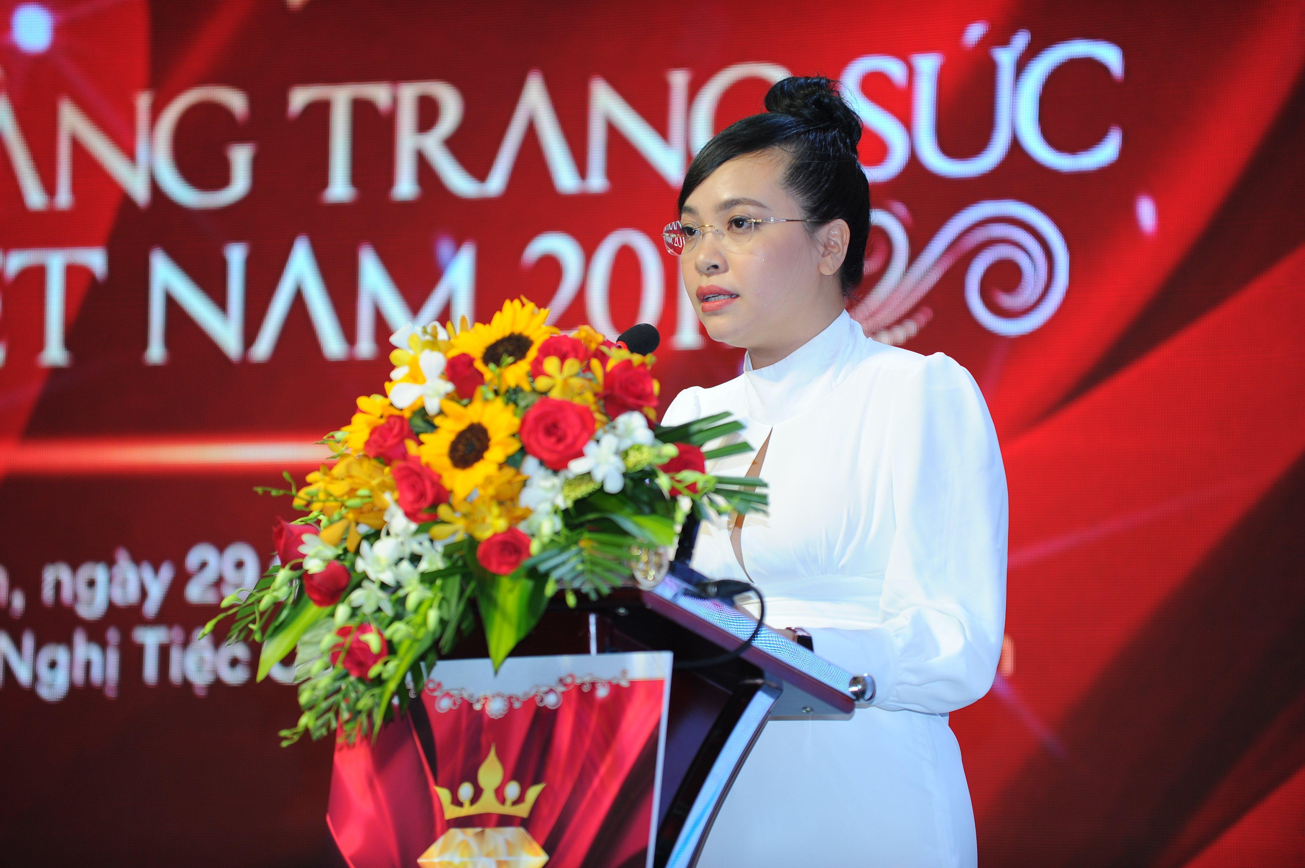 Đạo diễn Lê Hoàng tiếc nuối khi Nữ hoàng trang sức Việt Nam bỏ phần thi bikini 2