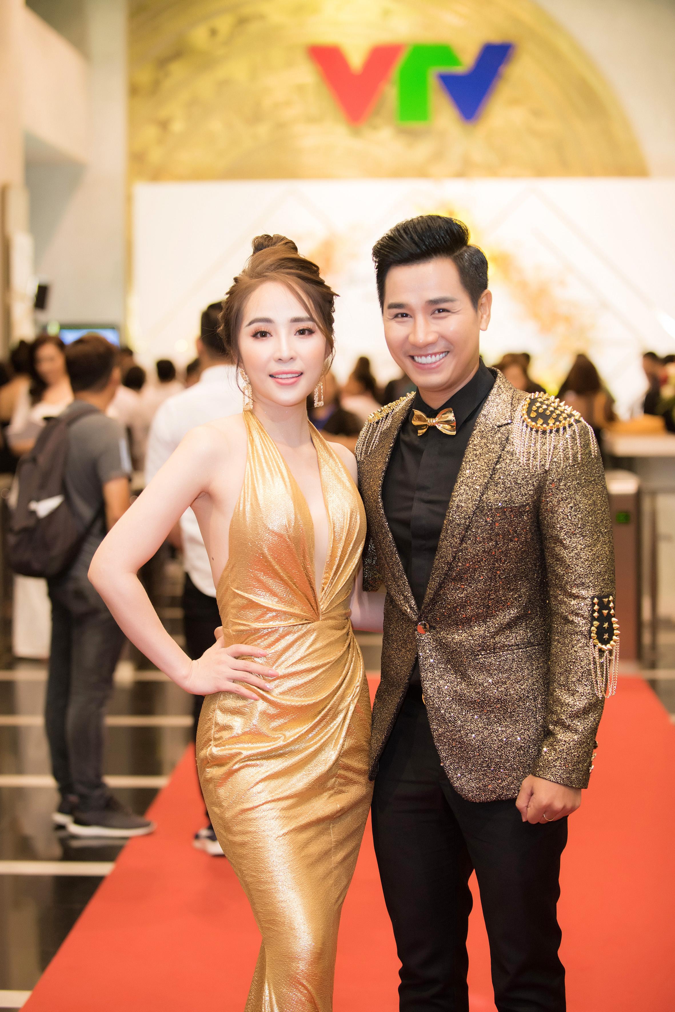 Quỳnh Nga khoe vẻ đẹp vạn người mê trên thảm đỏ VTV Award 7