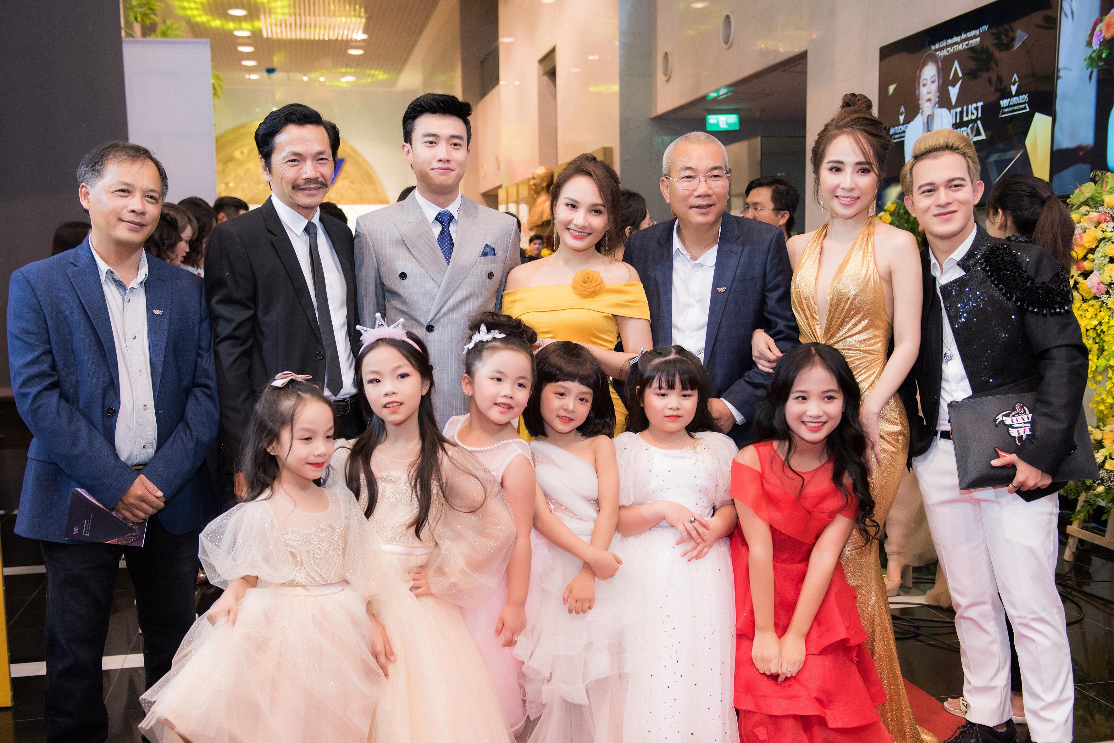 Quỳnh Nga khoe vẻ đẹp vạn người mê trên thảm đỏ VTV Award 5