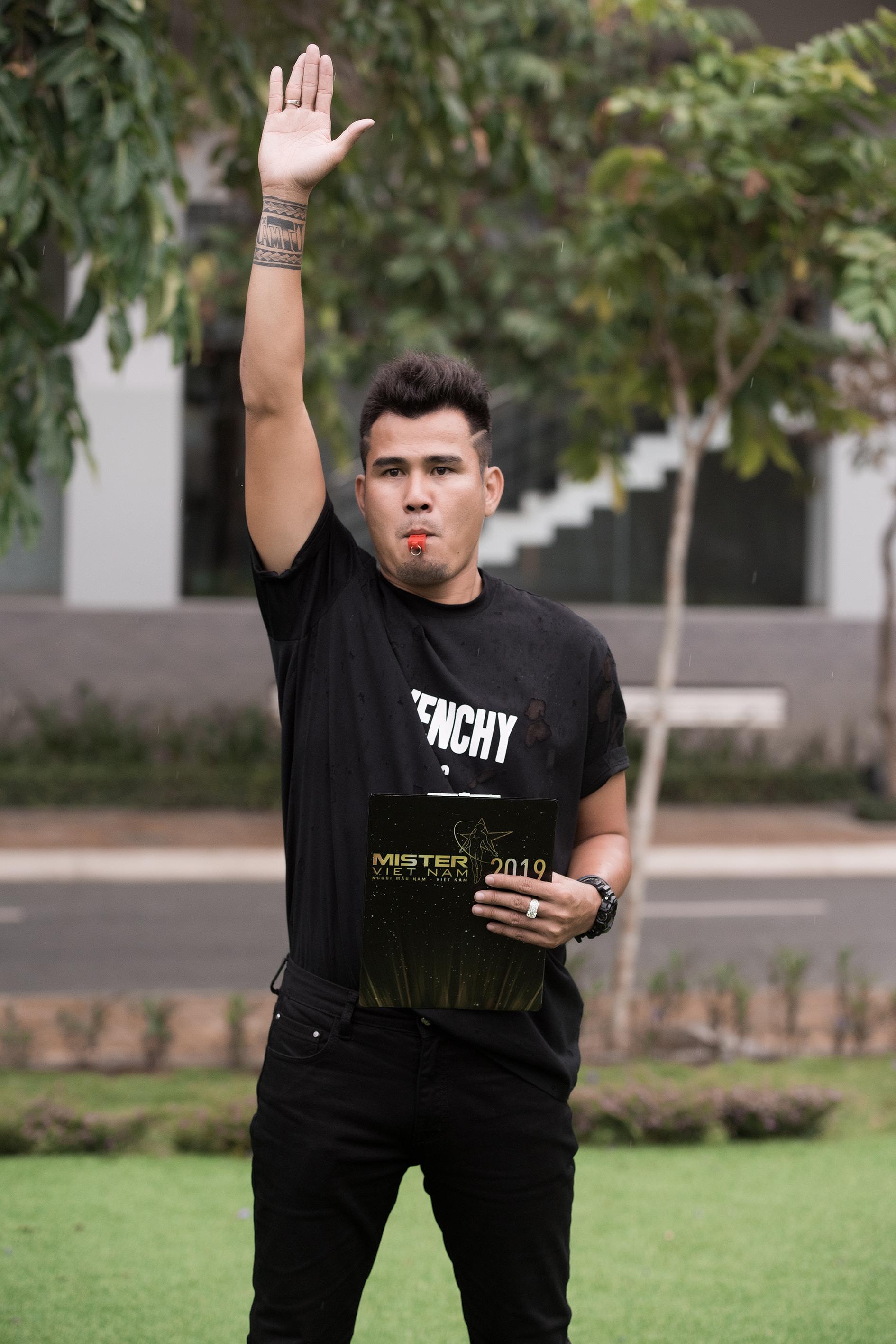 Cựu tuyển thủ Phan Thanh Bình làm giám khảo Mister Sport - Mister Việt Nam 1