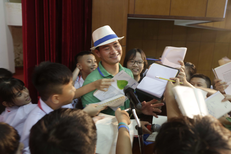 Á hậu Phương Nga khoe 'vẻ đẹp vạn người mê' đi sự kiện tại Hà Nội 8