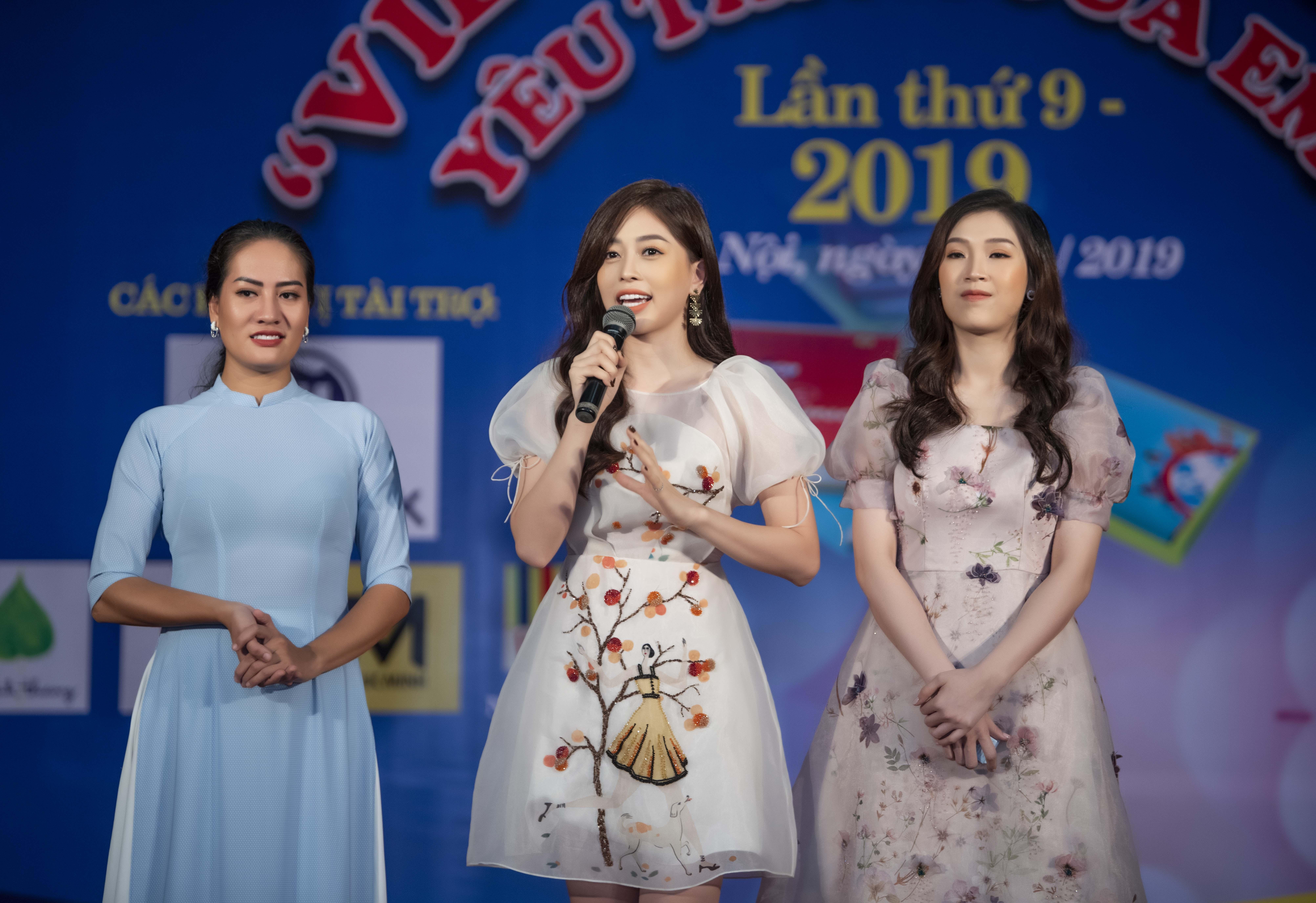 Á hậu Phương Nga khoe 'vẻ đẹp vạn người mê' đi sự kiện tại Hà Nội 6