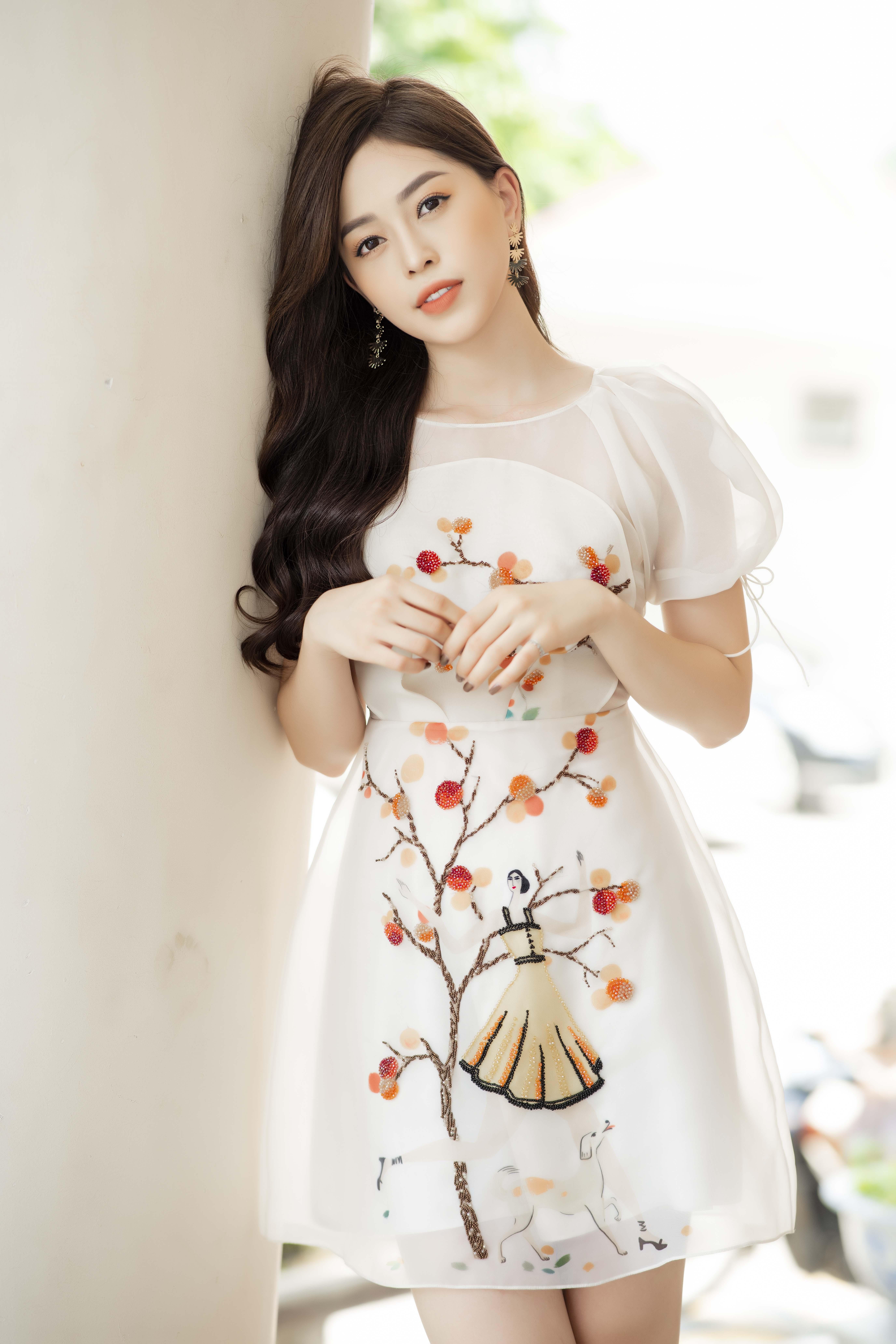 Á hậu Phương Nga khoe 'vẻ đẹp vạn người mê' đi sự kiện tại Hà Nội 2