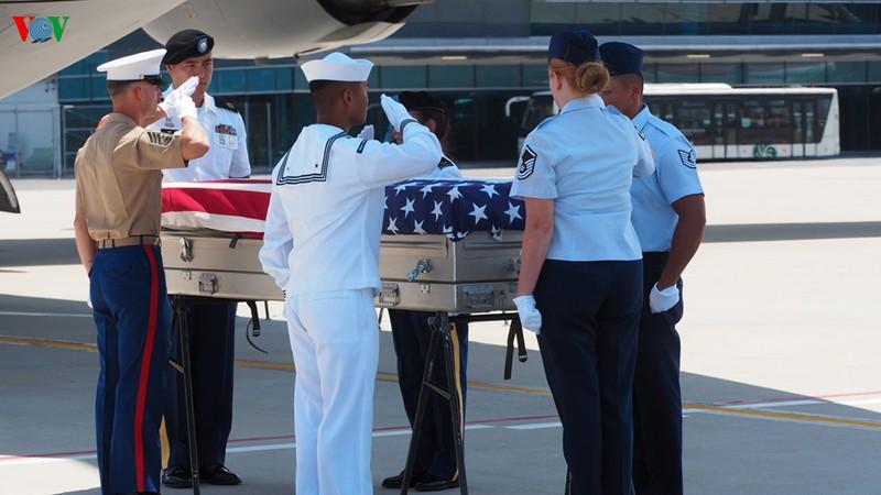 Hồi hương hai bộ hài cốt quân nhân Mỹ tại Đà Nẵng 1