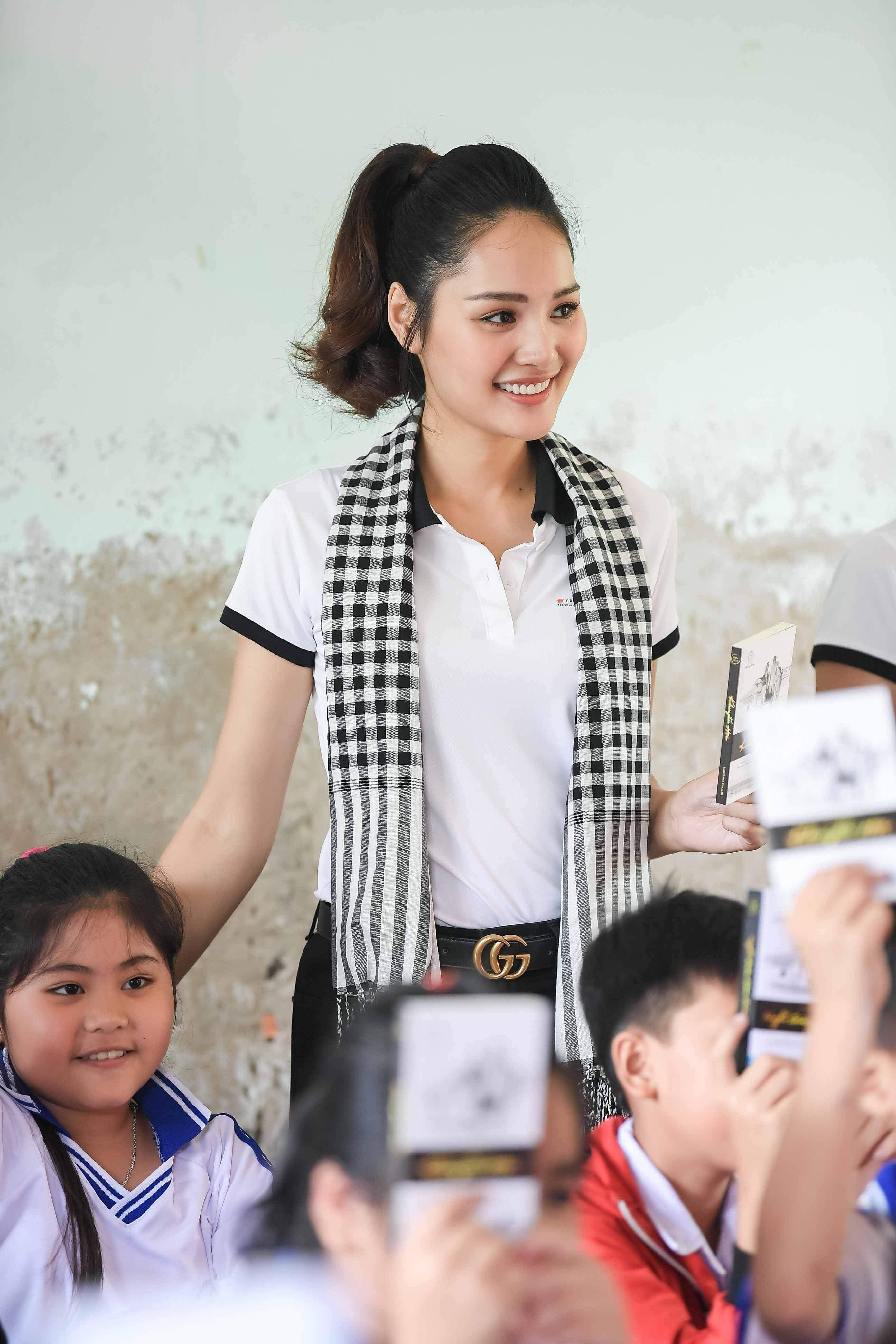 Xe sang của ông Đặng Lê Nguyên Vũ đưa đón Hoa hậu đẹp nhất Châu Á tại Cà Mau 7