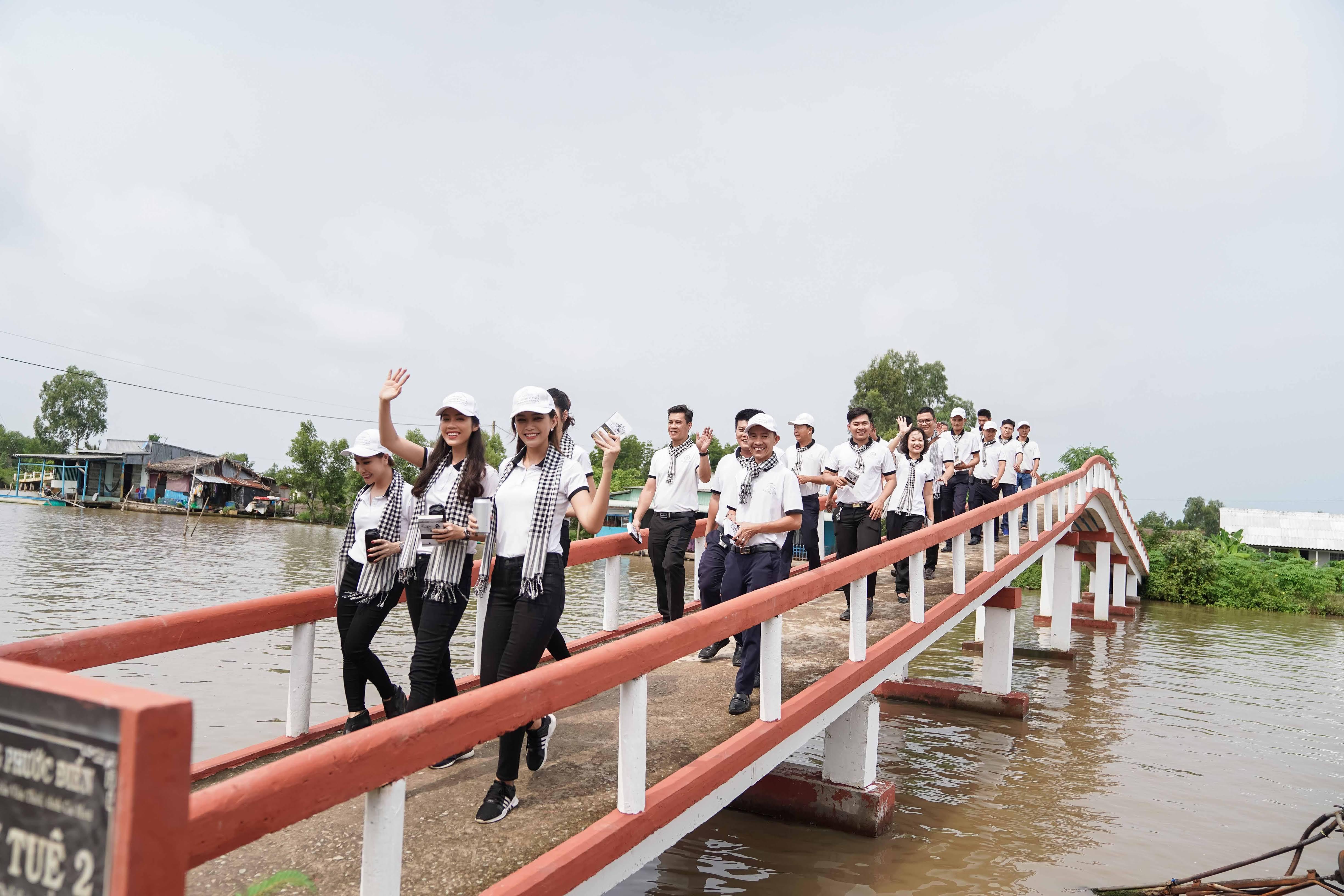 Xe sang của ông Đặng Lê Nguyên Vũ đưa đón Hoa hậu đẹp nhất Châu Á tại Cà Mau 5