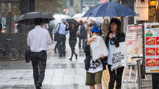 Nhật Bản báo động cao nhất khi siêu bão Hagibis chuẩn bị đổ bộ 2
