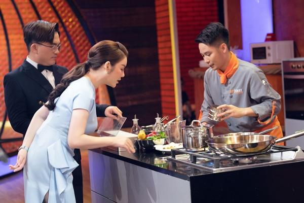 Lý Nhã Kỳ tiết lộ tăng 2kg sau khi làm giám khảo ở tập 2 Top Chef Việt Nam 5