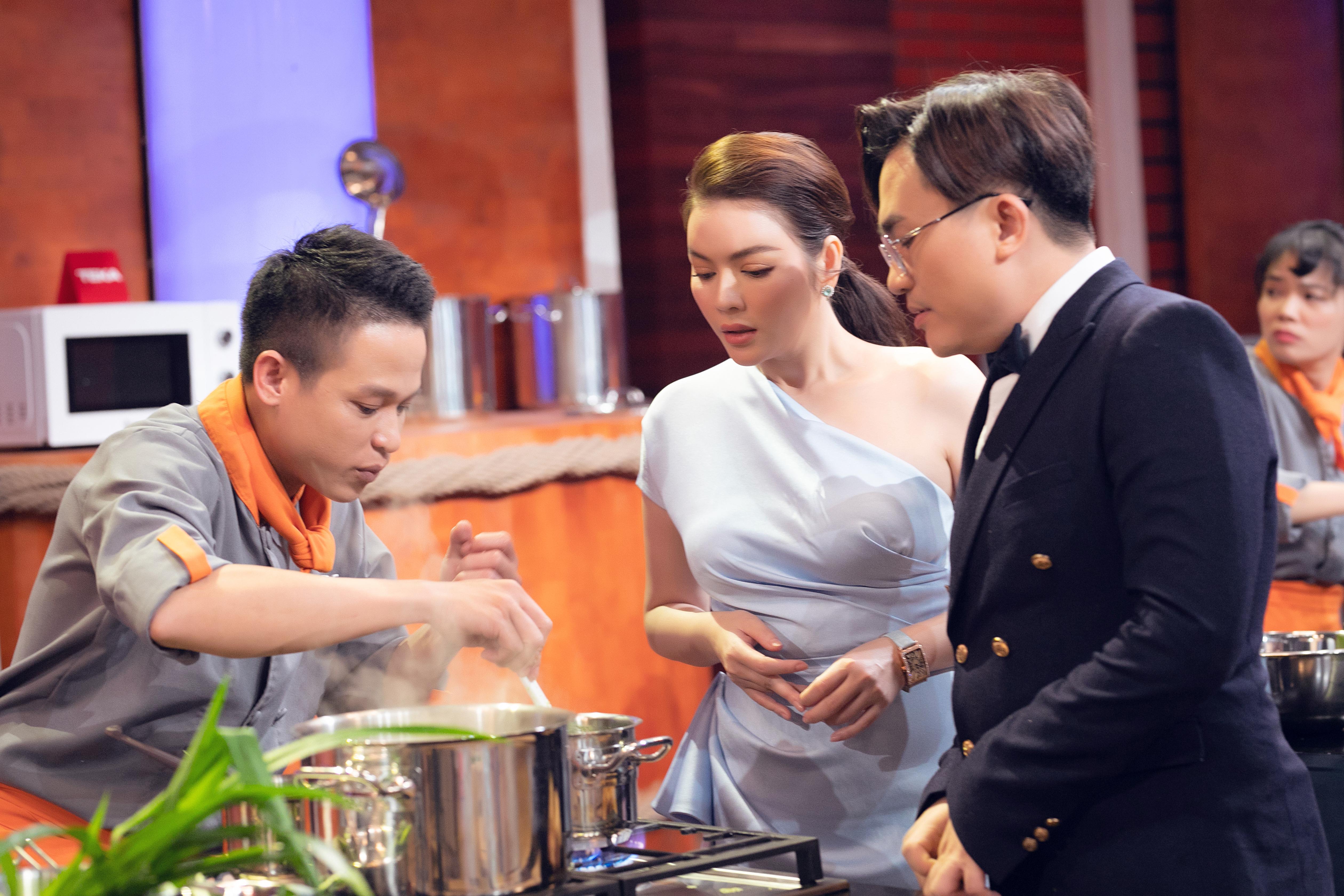 Lý Nhã Kỳ tiết lộ tăng 2kg sau khi làm giám khảo ở tập 2 Top Chef Việt Nam 3