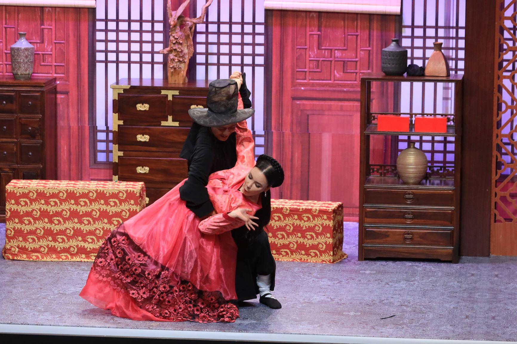 Trên sân khấu Ơn giời, Trường Giang hé lộ Hồ Quỳnh Hương là người mình từng theo đuổi 4