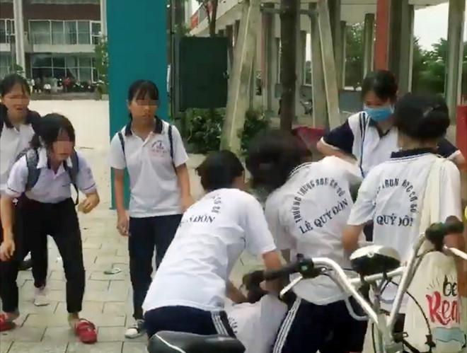 Bộ Giáo dục và Đào tạo lên tiếng vụ nữ sinh bị đánh hội đồng ở Bình Dương 1