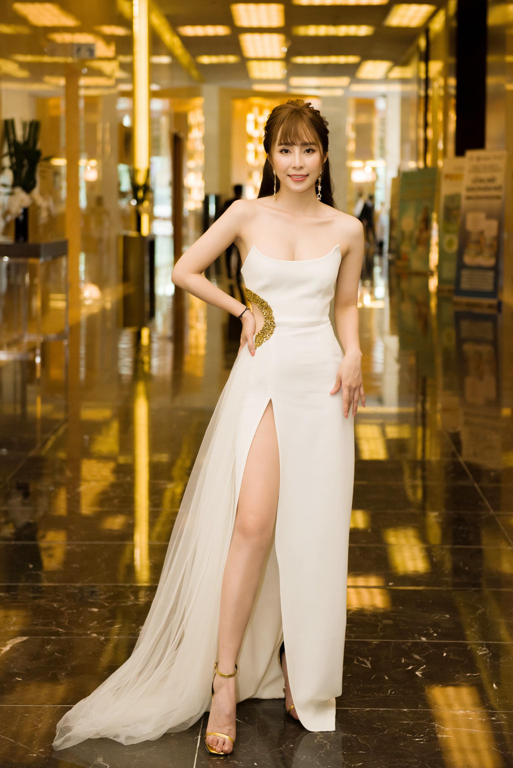Quỳnh Nga diện gợi cảm, khoe dáng nóng bỏng đi sự kiện tại Hà Nội 3