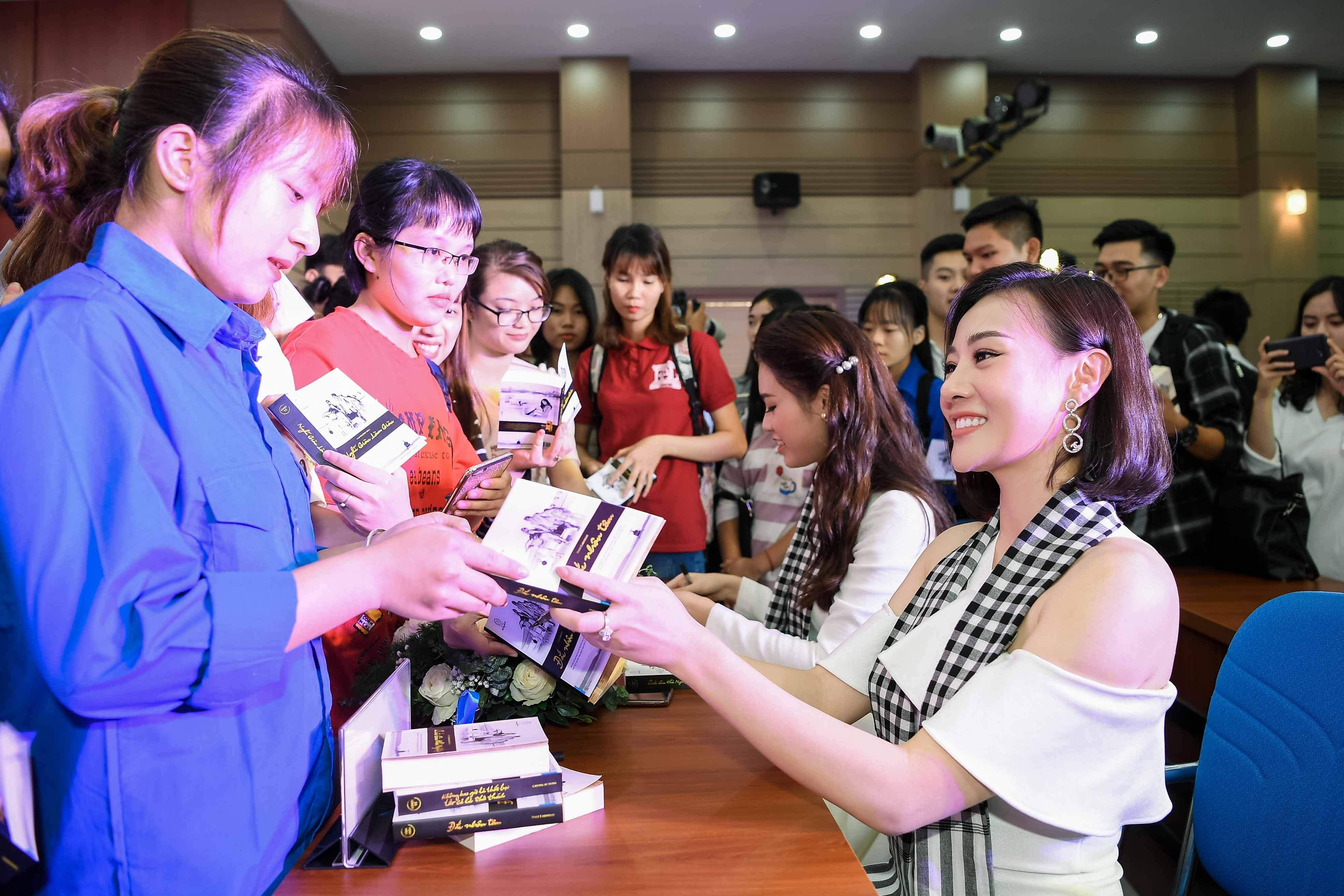 'Quỳnh búp bê' đi sự kiện bằng xế sang của vua cafe Đặng Lê Nguyên Vũ 7