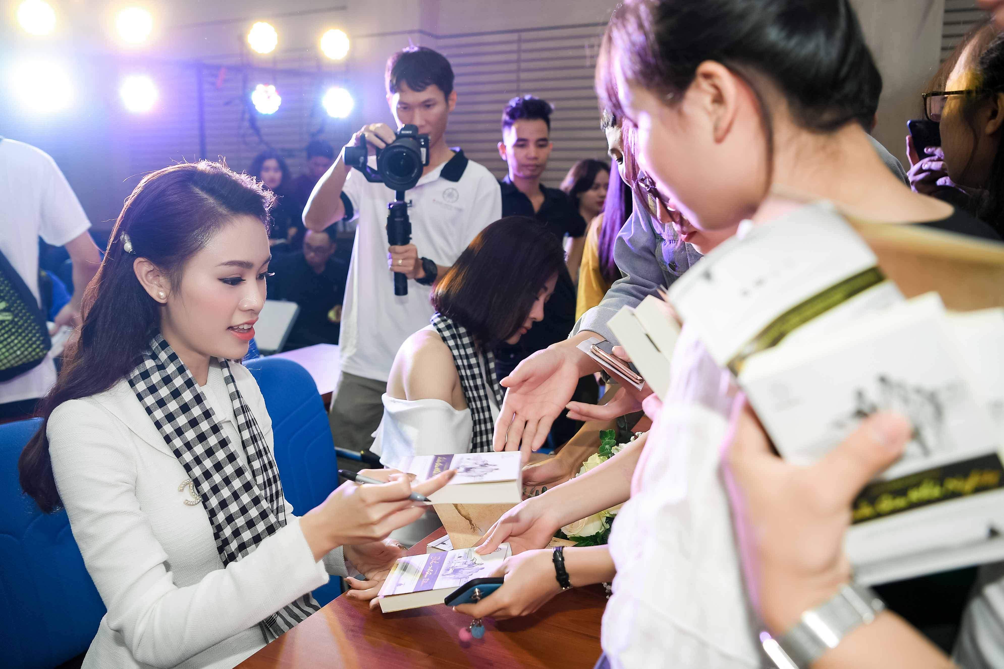 'Quỳnh búp bê' đi sự kiện bằng xế sang của vua cafe Đặng Lê Nguyên Vũ 6