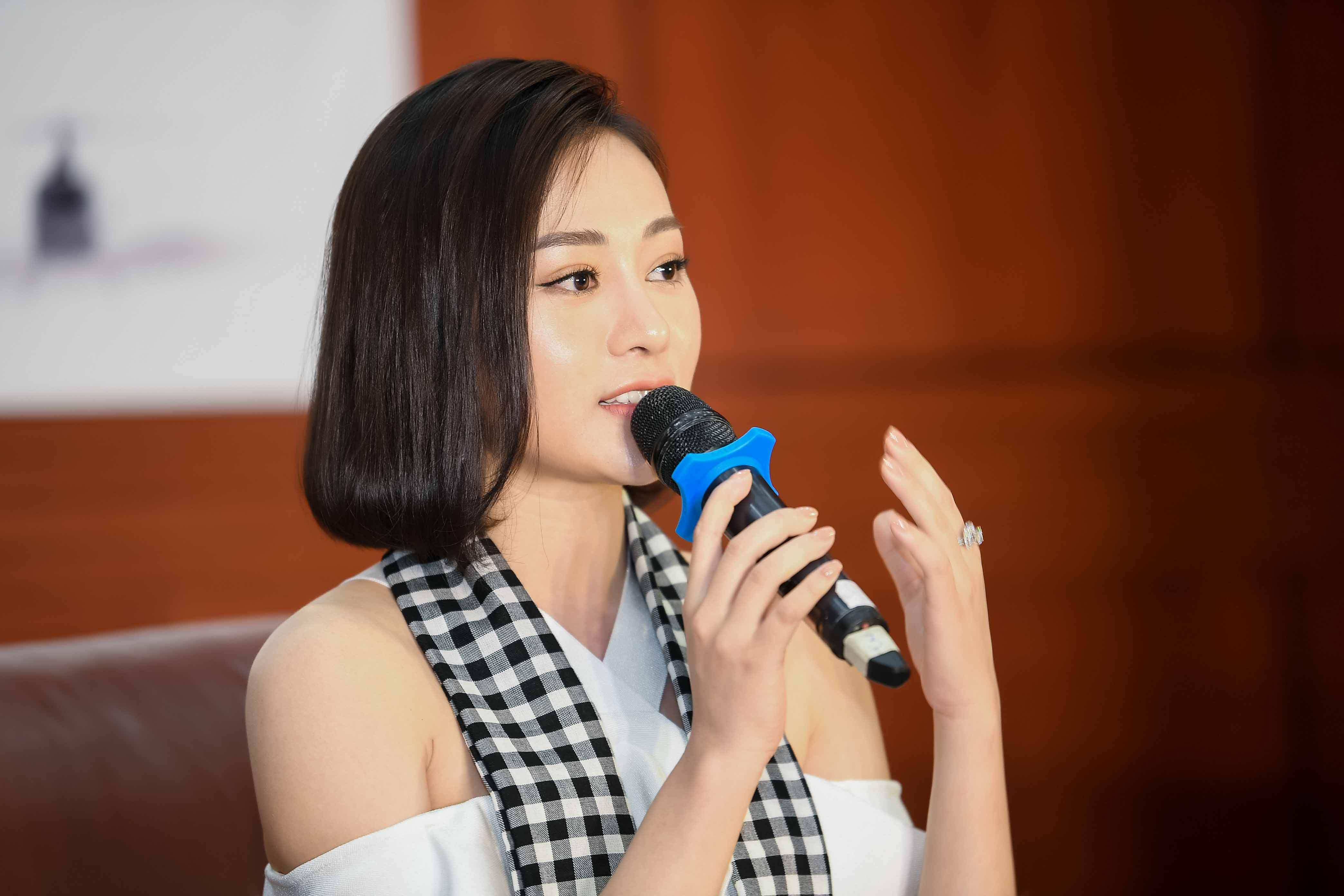 'Quỳnh búp bê' đi sự kiện bằng xế sang của vua cafe Đặng Lê Nguyên Vũ 3