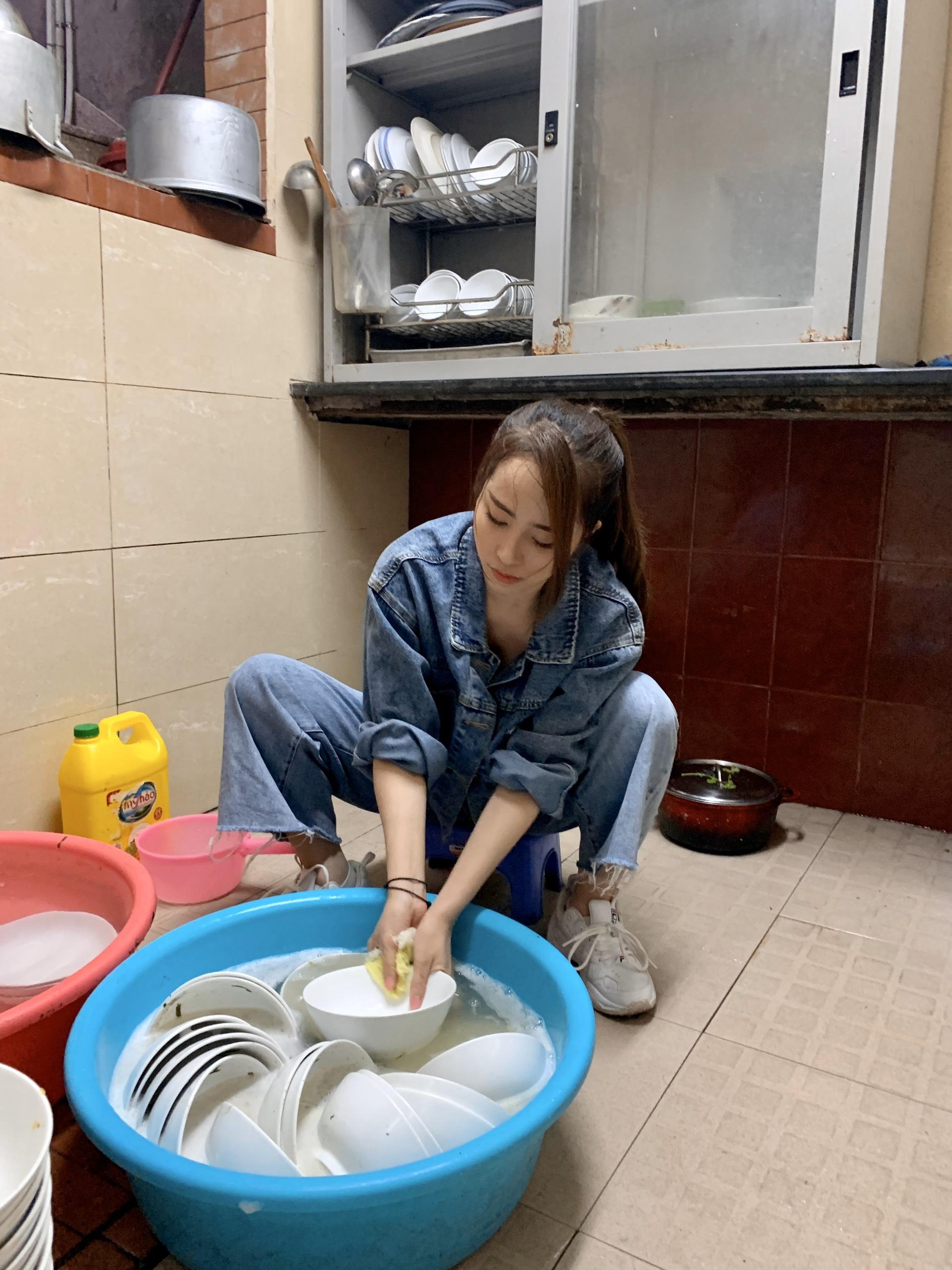 Quỳnh Nga 'nếm trải' lao động tay chân, vất vả để mưu sinh 3