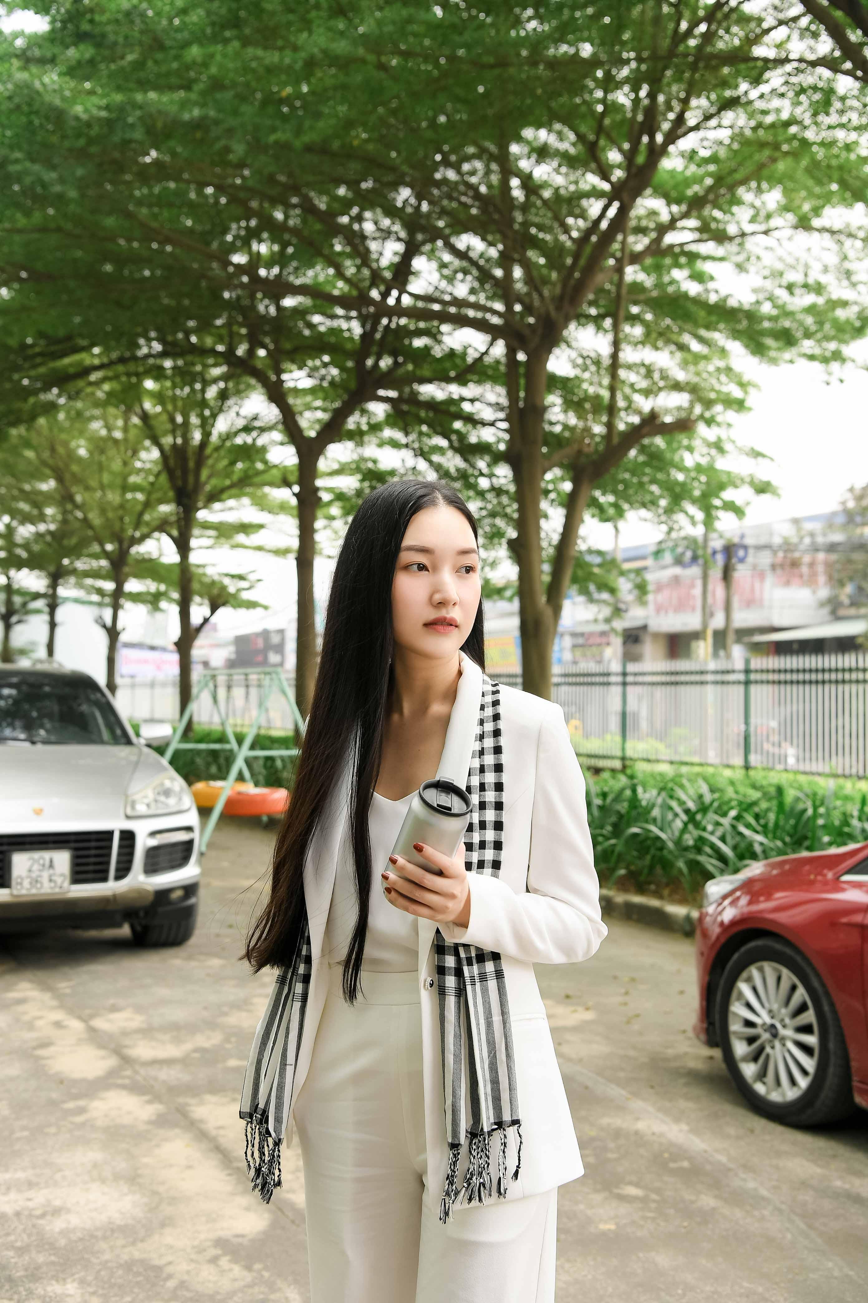 Dàn siêu xe của vua cafe Đặng Lê Nguyên Vũ hộ tống Hoa hậu Tiểu Vy đến Bình Dương 3