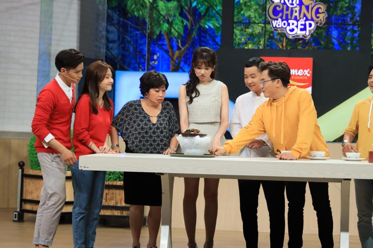 Nâng sự đam mê đồ ăn lên tầm cao mới, Hari Won đòi ăn khi đang quay hình 2