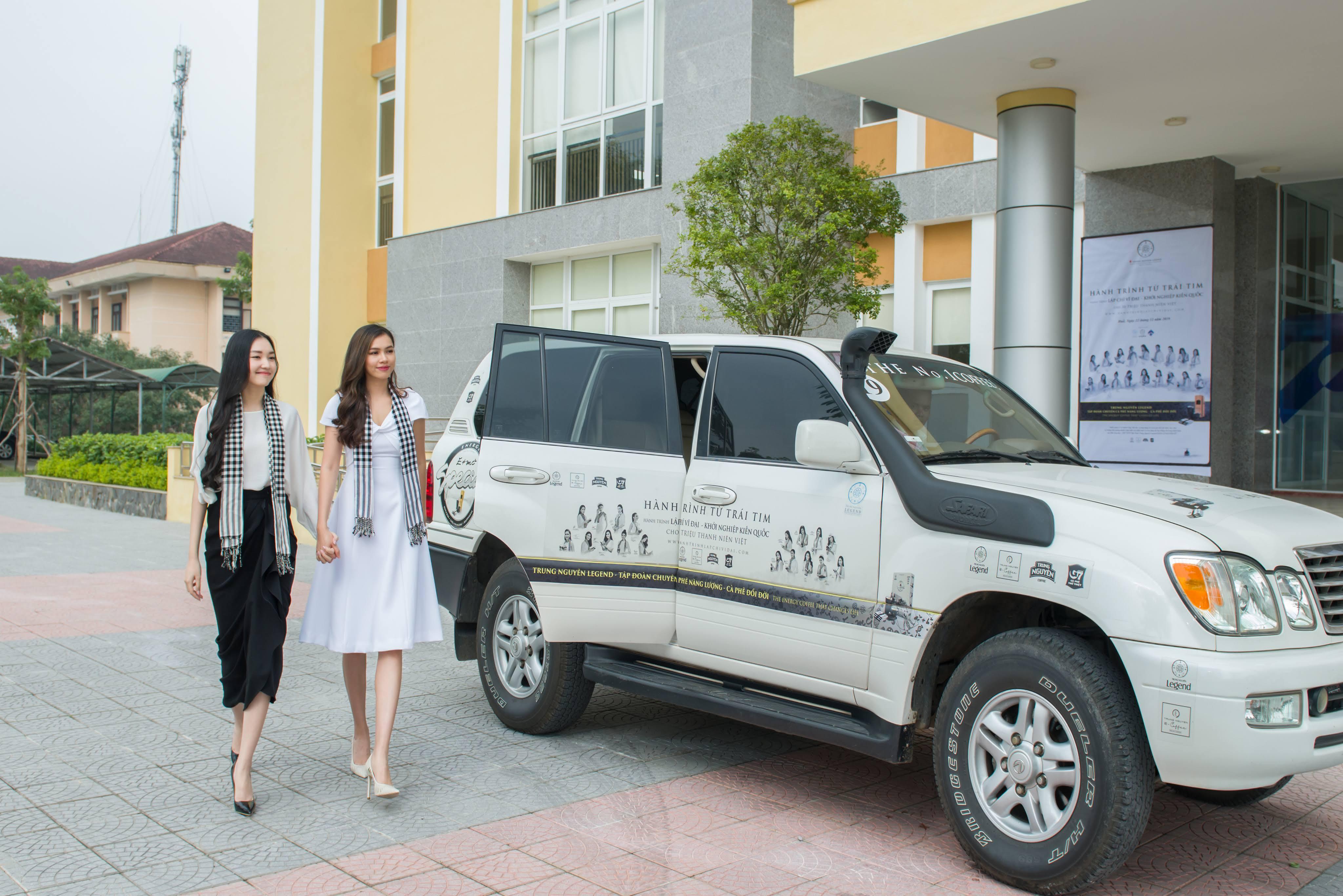 Lexus của vua cafe Đặng Lê Nguyên Vũ đưa đón 'Nàng thơ xứ Huế' Ngọc Trân 1