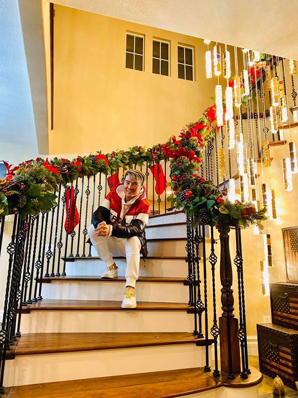 Biệt thự của Đàm Vĩnh Hưng bên Mỹ được trang trí lộng lẫy đón Giáng sinh 5
