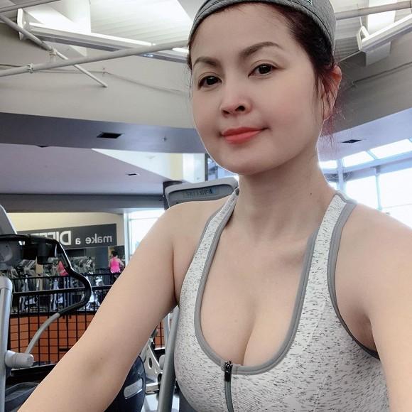 Nữ diễn viên từng lộ clip nóng với bạn trai khoe dáng nóng bỏng trong phòng gym 3