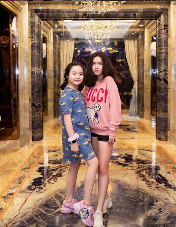 Con gái lớn của Phượng Chanel ra dáng thiếu nữ, mặc toàn đồ hiệu như mẹ 5