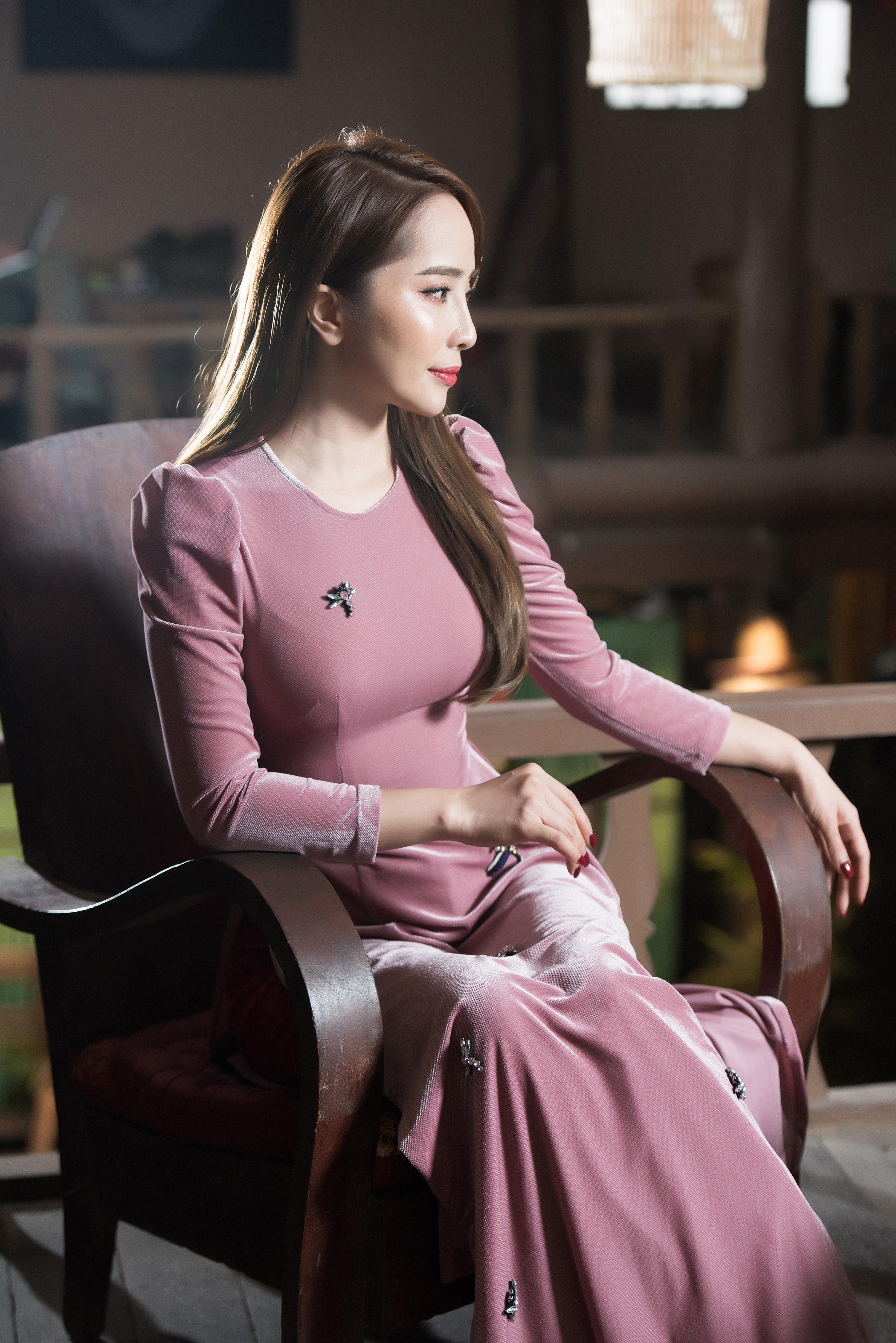 'Gái ngành' Quỳnh Nga khoe nhan sắc 'vạn người mê' trong bộ ảnh áo dài đón Tết 2