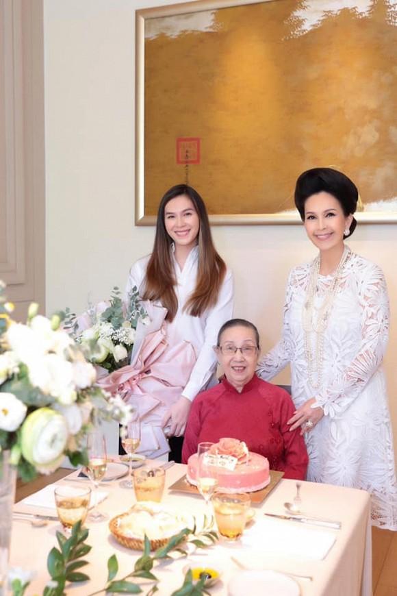 Con gái 'nữ hoàng ảnh lịch Diễm My' đón sinh nhật tuổi 25 7