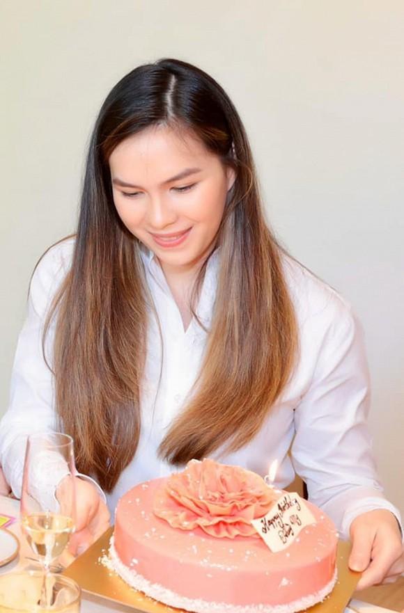 Con gái 'nữ hoàng ảnh lịch Diễm My' đón sinh nhật tuổi 25 3