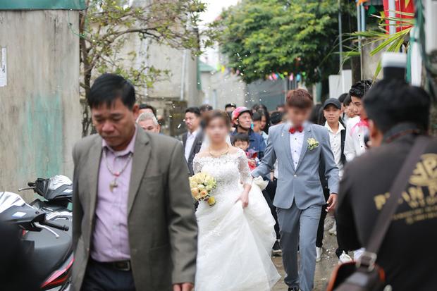 Nhiếp ảnh gia nói gì về bức ảnh cô dâu 15 tuổi lên xe hoa? 1