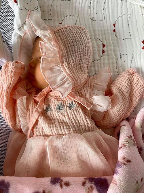 Jennifer Phạm lần đầu khoe con gái thứ 4 1