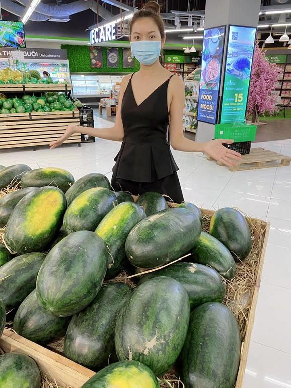 Tăng Thanh Hà mua 200 kg dưa hấu ủng hộ nông dân mùa dịch virus corona 3