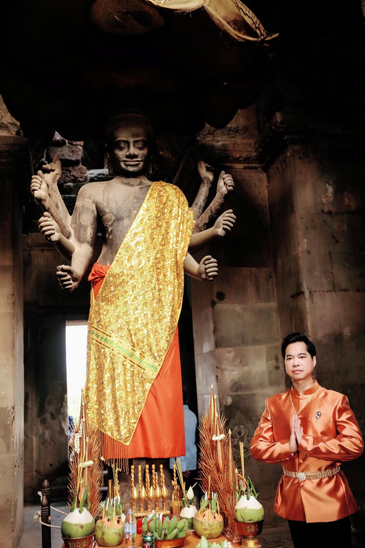 Ngọc Sơn đi Campuchia cầu an dịp đầu năm 7