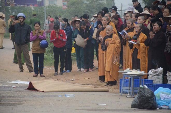 Vụ tai nạn thảm khốc ở Vĩnh Phúc: Xe khách tăng tốc trước khi tông đoàn đưa tang 1