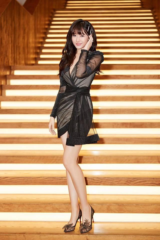 Vừa tái xuất với bộ vest khoe nội y quyến rũ, Nhã Phương đã chiếm spotlight sao mặc đẹp  3