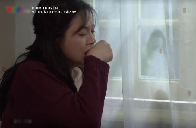 Phim 'Về nhà đi con': Bí ẩn về bóng lạ ngoài cửa số khi Thu Quỳnh đang khóc  1