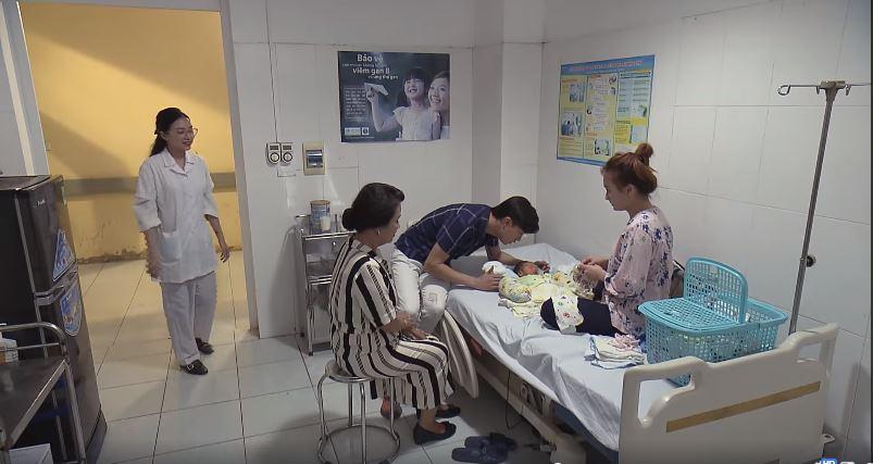 Phim 'Về nhà đi con' tập 64: Vũ gây phẫn nộ khi bỏ mặc con ốm để đến chăm sóc nhân tình 3