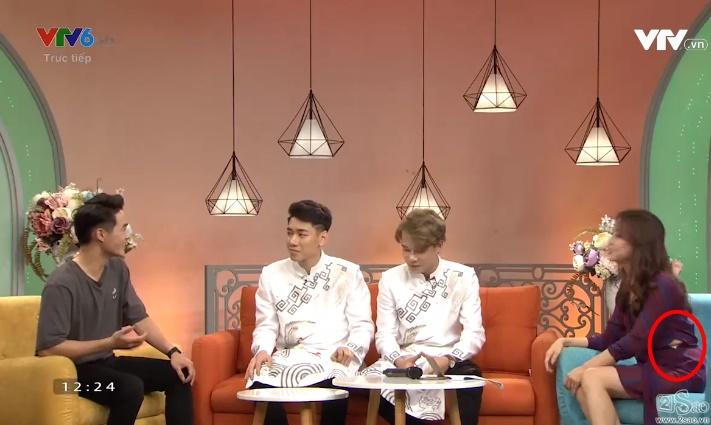 Nữ MC 'Bữa trưa vui vẻ' gặp sự cố trang phục 'chết người' trên sóng truyền hình 2
