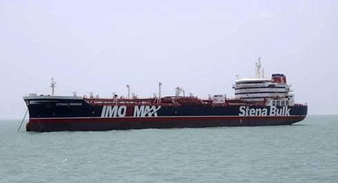 Iran cảnh cáo chiến hạm Anh khi bắt tàu dầu Stena Impero trên eo biển Hormuz  1