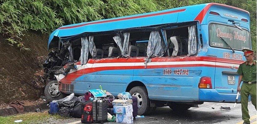Vụ xe khách chở đoàn cán bộ lao vào vách núi ở Tuyên Quang: Khởi tố tài xế xe đầu kéo 1