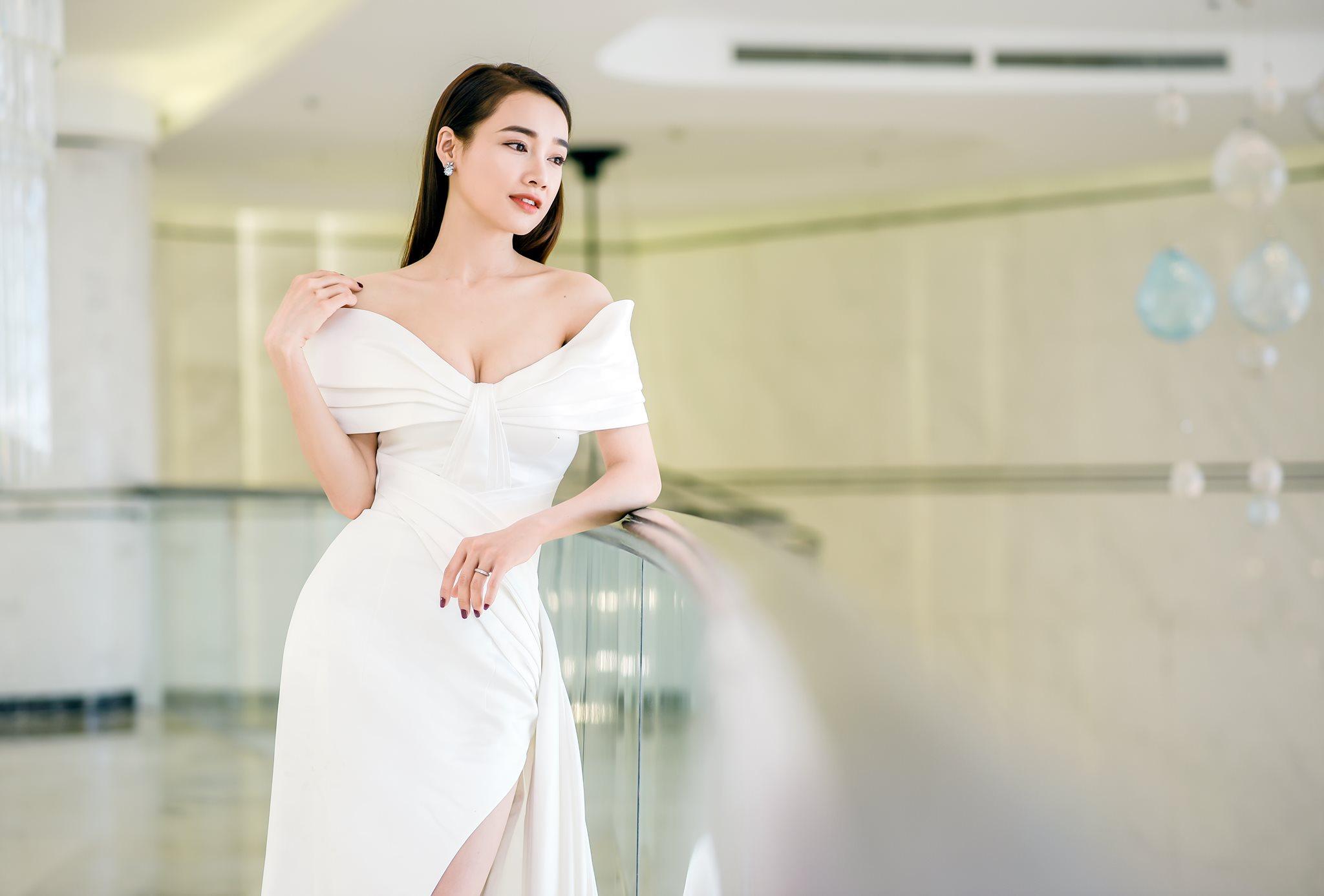 Liên tục đụng hàng, Nhã Phương vẫn khiến dàn Hoa hậu Việt kiêng dè 1